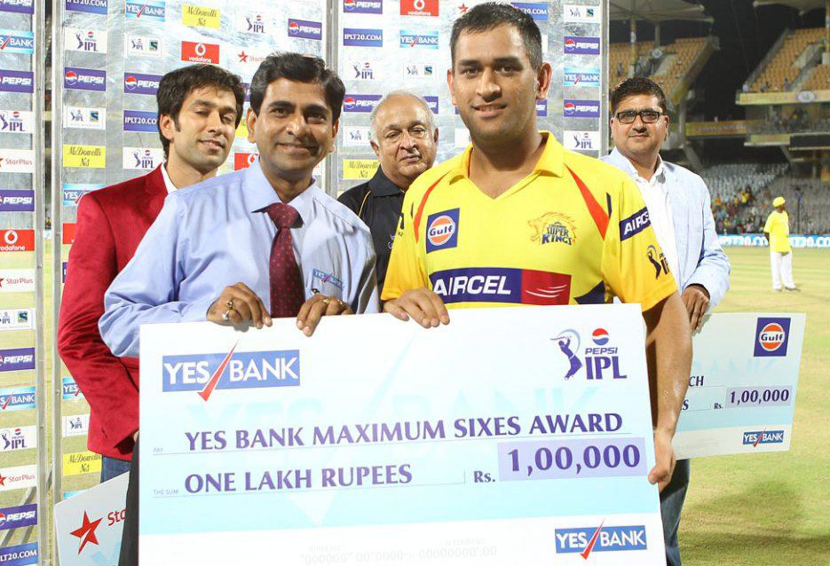 MS-Dhoni-Maximum-sixes-CSK-vs-SRH-IPL-2013