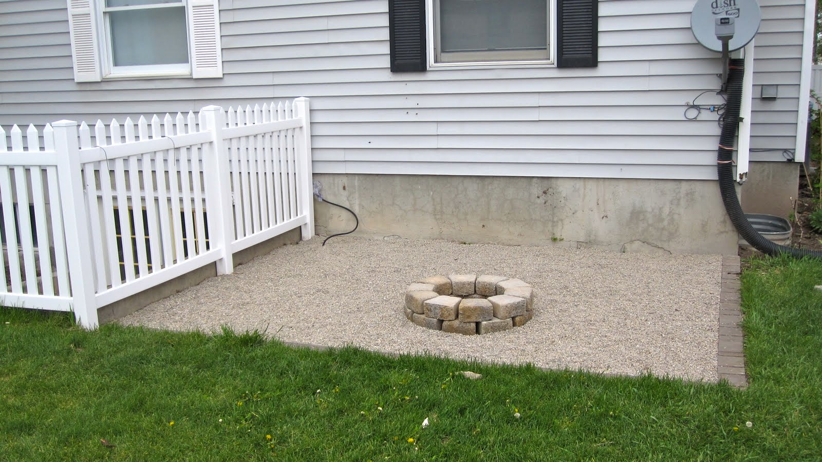 Bird and berry how to make a fire pit on the cheap for Make a fire pit cheap