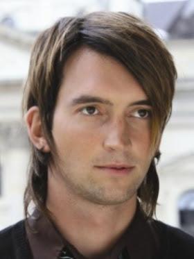 pelo medio hombre