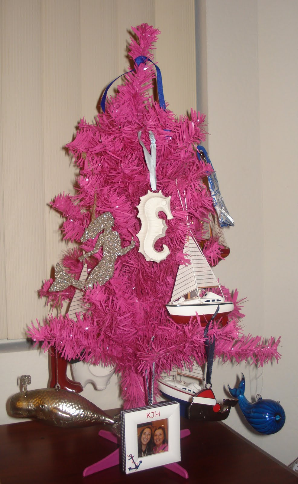 Nautical tree ornaments - The Pink Preppy Tree Is Decorated With Nautical Theme Ornaments And Kate Said That Next Year She Ll Need A Larger Tree Since Her Ornament Collection Has