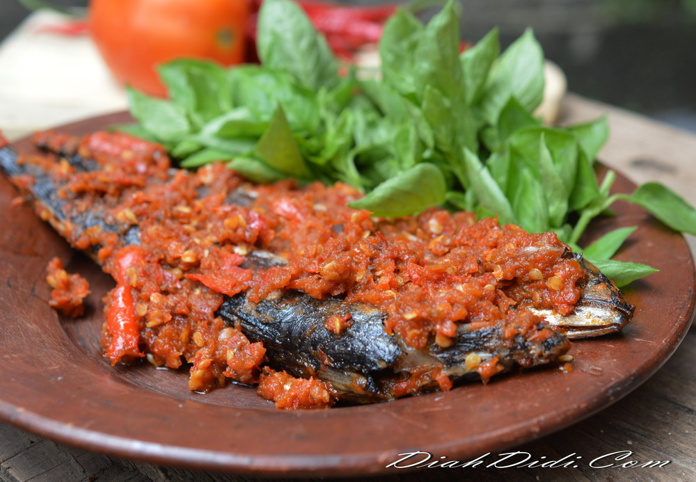 Resep balado tongkol yang penasaran sama muka mama bay cek video ini : Diah Didi S Kitchen Balado Ikan Pindang Salem