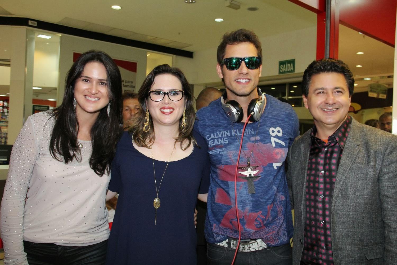 b035ba401a03c Aline Diniz, Bruno Amaral e Leila Diniz, à frente das Óticas Diniz no  Distrito Federal, inauguraram no Boulevard Shopping, na quarta 15 de  outubro, mais uma ...