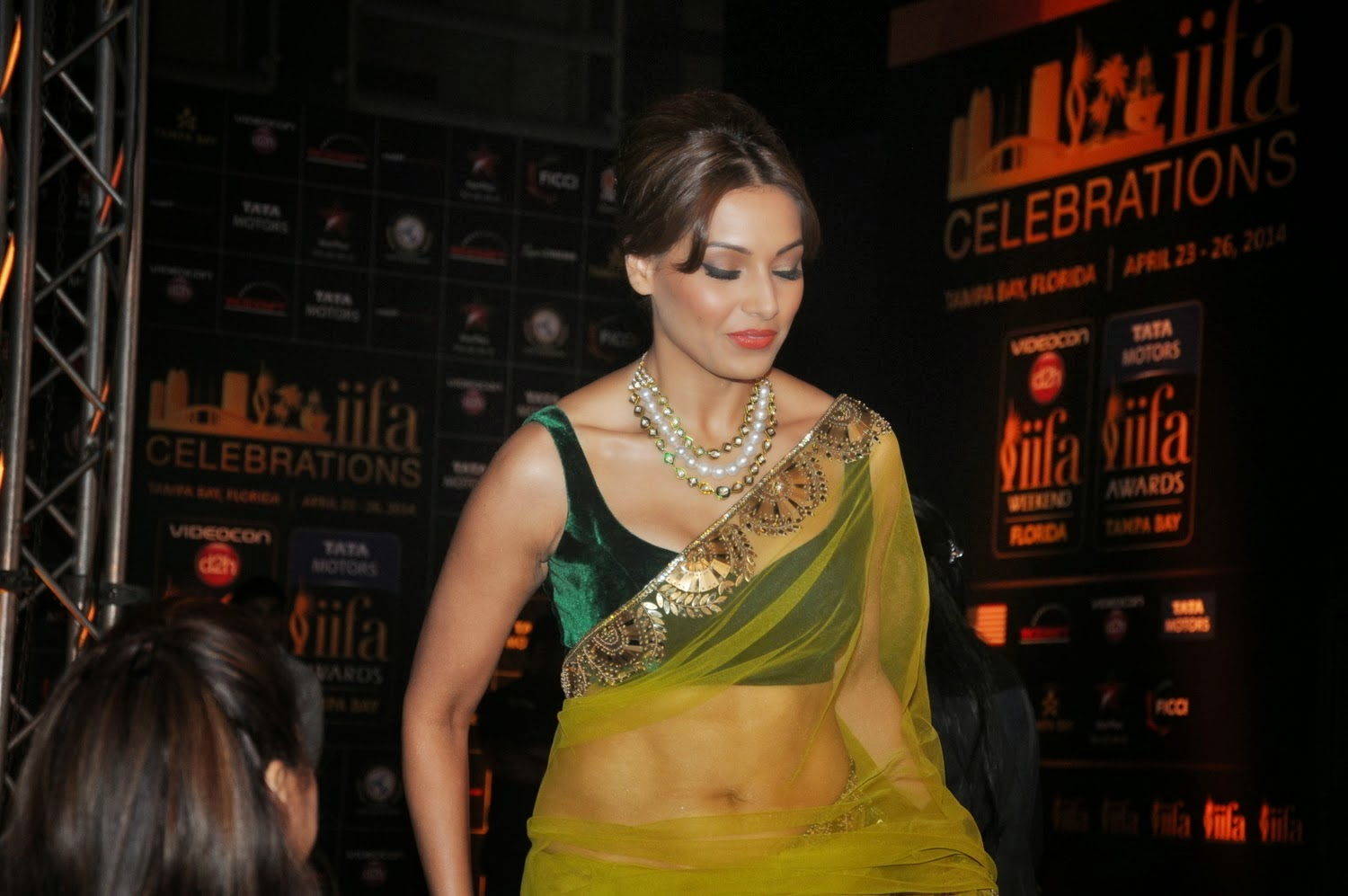 bipasha basu hot cleavage and navel pics in transparent saree
