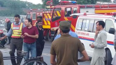 Suben 128 los muertos en atentado suicida en Pakistán