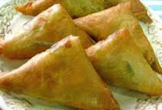 Resep praktis (mudah) kue samosa isi daging ayam spesial enak, renyah, lezat