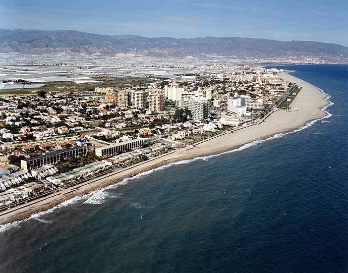 Roquetas De Mar Spain  City new picture : Tiene una población de 85.808 habitantes y es el segundo municipio de ...