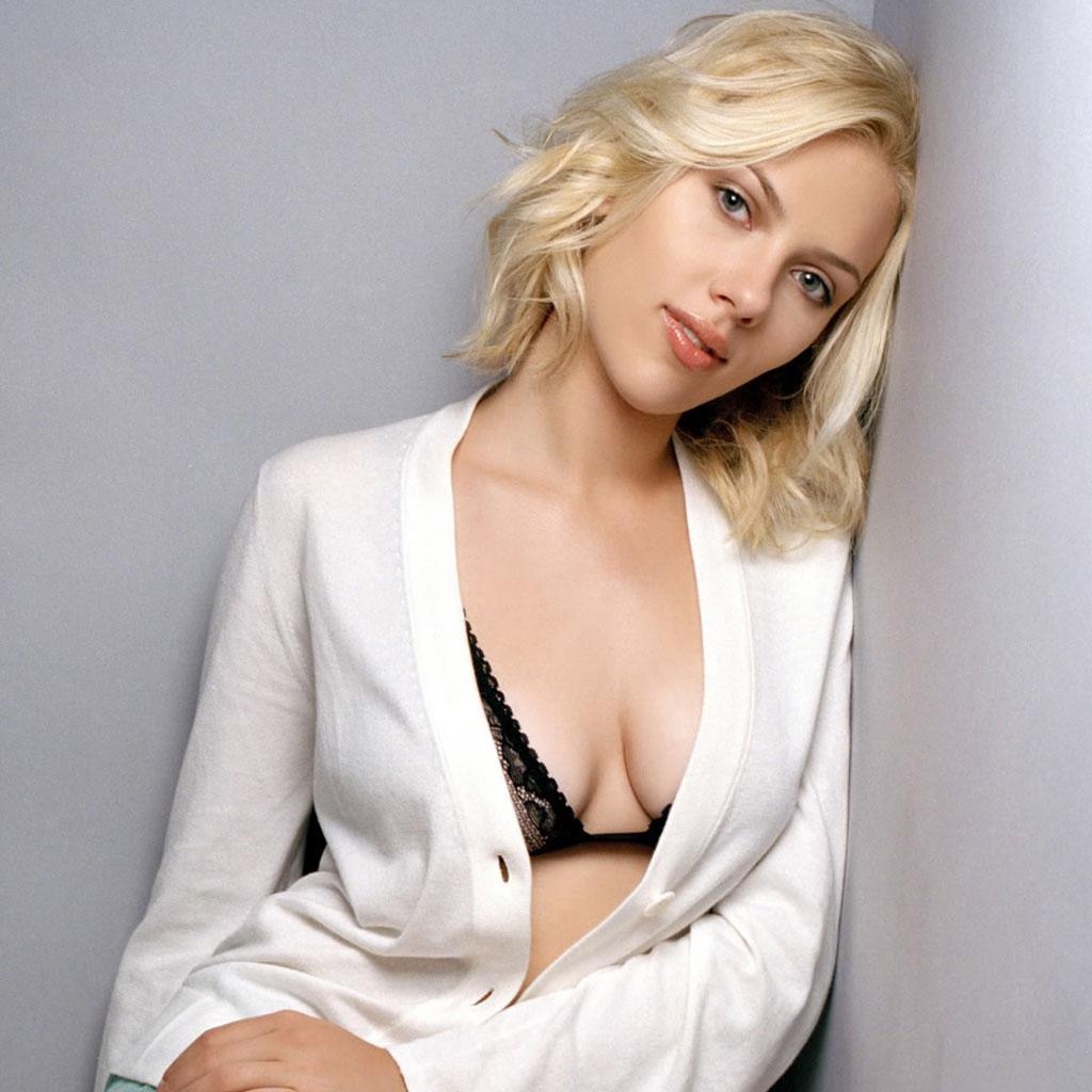 "Scarlet Johansson ""Artis Hollywood Toket Gede"""