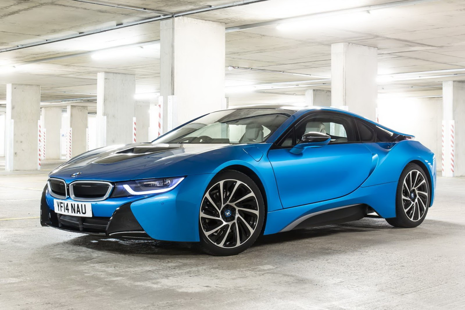 the bmw i8 is top gear s 2014 car of the year. Black Bedroom Furniture Sets. Home Design Ideas