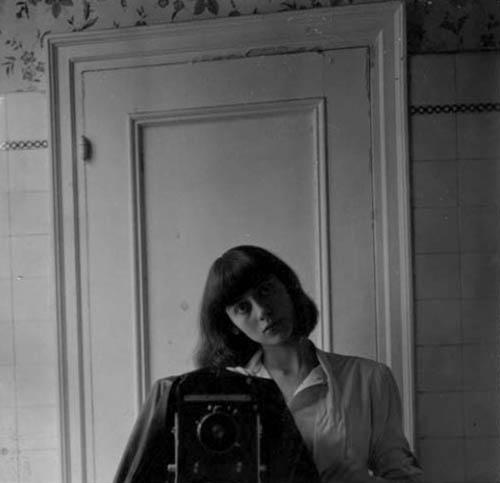 Auto-retratos ao espelho de fotógrafos famosos - Diane Arbus
