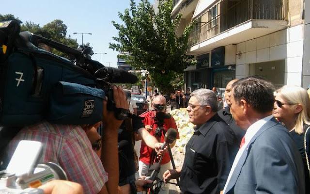 Αποθεώθηκε ο Αρχηγός στην διανομή τροφίμων! Ν. Γ. Μιχαλολιάκος: Σύριζα και ΝΔ οδηγούν με τα Μνημόνια στην ανέχεια τον Λαό - ΒΙΝΤΕΟ