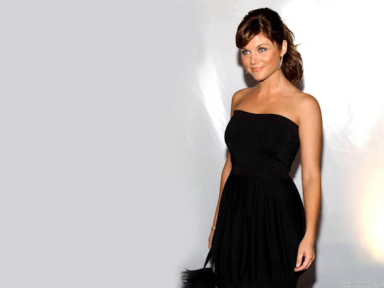 Hollywood Actress Tiffani Thiessen Wallpaper