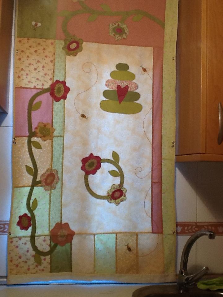 Costura con caf patchwork en las ventanas - Patchwork para cocina ...