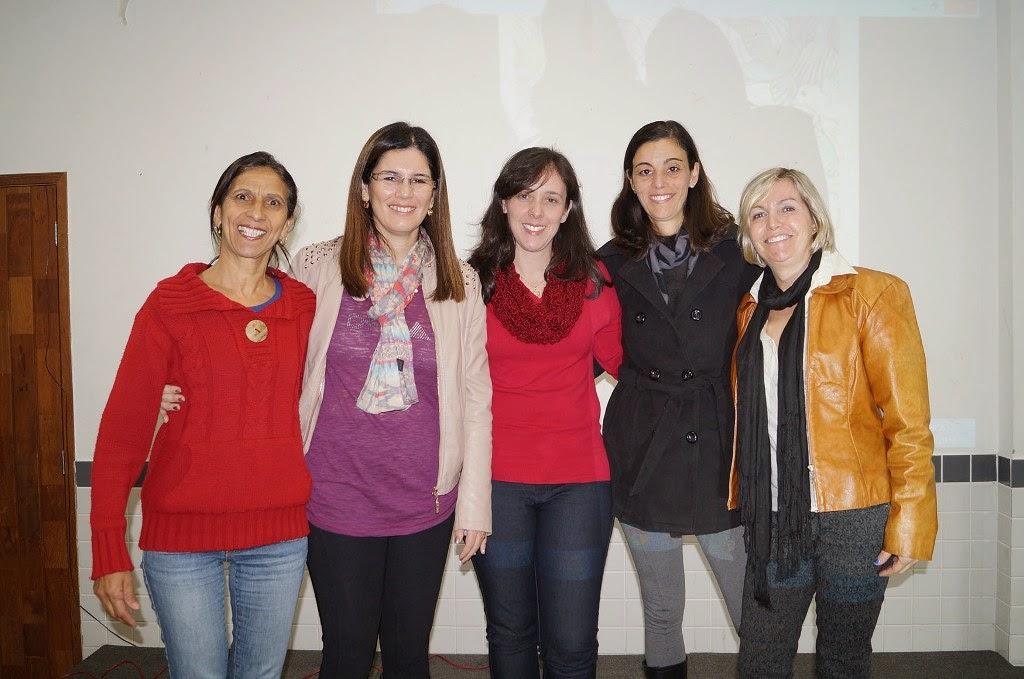 Gisela Guedes, chefe da Divisão de Ensino Fundamental – Anos Iniciais, e as responsáveis pela oficina