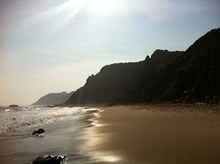 more beach at mohegan bluffs