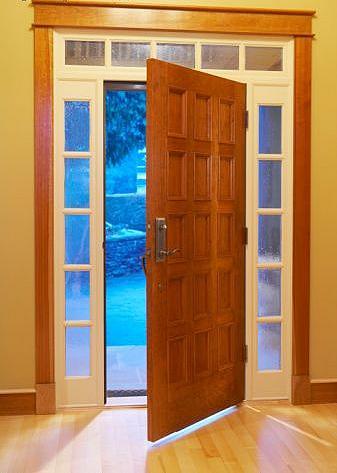 Fotos y dise os de puertas puerta exterior acceso vista for Puertas vivienda exterior