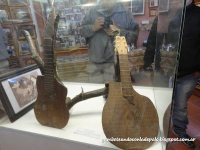 Museo de la Sachaguitarra - Gambetandoconladepalo