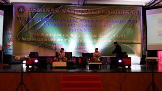 Peserta Seminar Nasional Pendidikan Membeludak