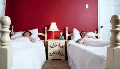 مفاجأة.. النوم في سريرين منفصلين يزيد الحب بين الزوجين