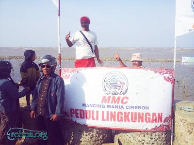 Sambut Ultah Pertama Komunitas Mancing Mania Cirebon Tanam 1000 Mangrove