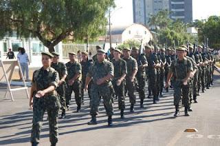 Exército desfilando em Cristalina no 7 de setembro
