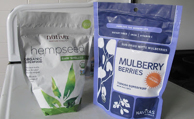 mulberry berries & hemp seeds for superfood smoothies paleo