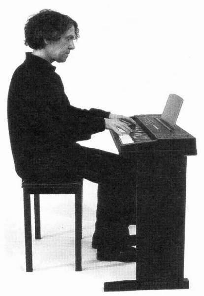 Gambar 7. Posisi duduk (sumber: Keyboard untuk Pemula Tubagus Heckman)