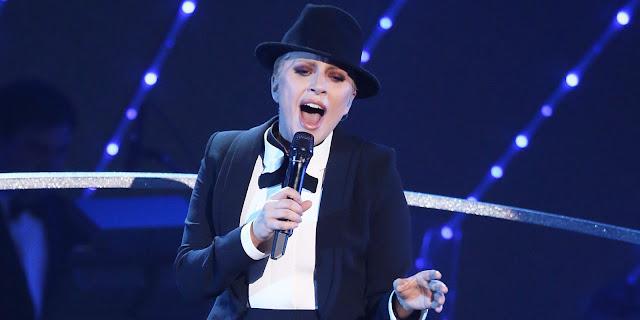 """Lady Gaga impresiona a todos con la presentación de """"New York, New York"""" en homenaje a Frank Sinatra."""