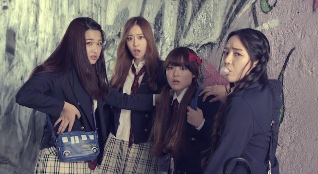 Chicas coreanas abusando de una estudiante