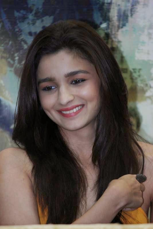 Alia Bhatt Cute Smile hd wallpaper