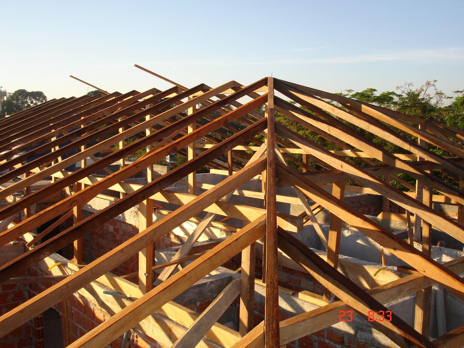 Foto tirada do piso lateral direito do madeiramento. #C37608 1600x1200
