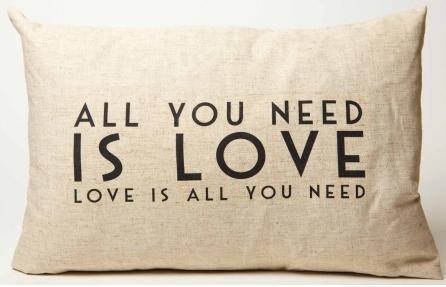 cojin all you need is love tienda oui oui blog mi boda gratis