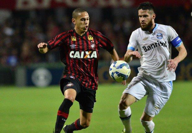 As equipes fizeram um duelo acirrado no Couto Pereira (Foto: Gustavo Oliveira/Atlético-PR)