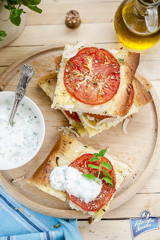 Grecka pizza z pomidorami