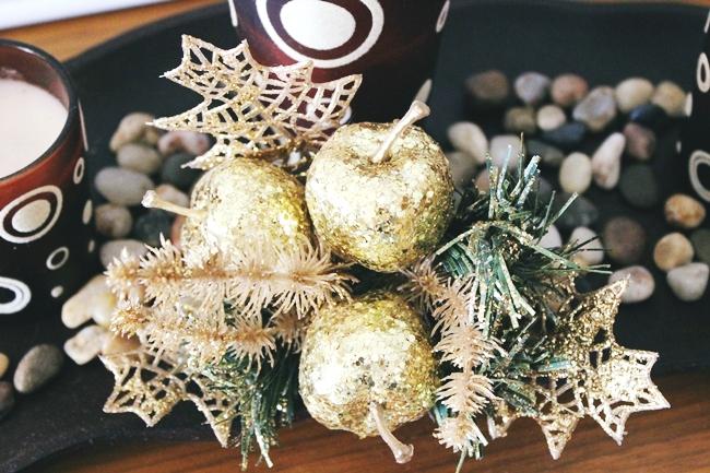 Christmas & New Year's Eve Home Decoration.Red and gold Christmas decoraton.Red and gold Christmas tree.Crveno-zlatna novogodisnja i bozicna dekoracija.