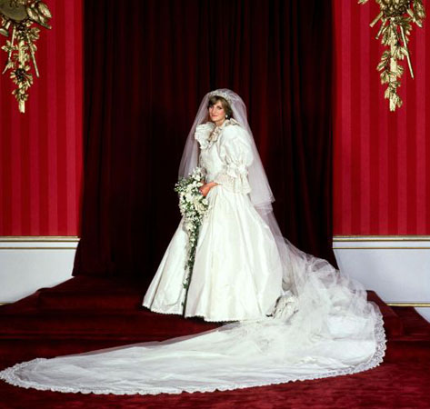 Royal Wedding Pictures: Princess Diana with elegant wedding dress