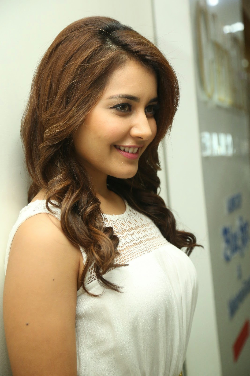 Top 50 Rashi Khanna Unseen Hot Photos in tight white mini skirt pics