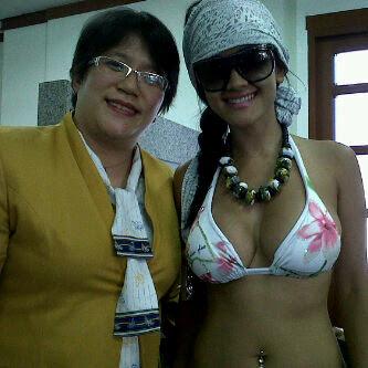 Foto Hot Jupe Pakai Bikini Masuk Ke Bank