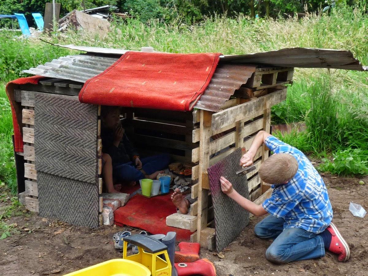 13:00 - Daarna bouwde je een hut in de tuin