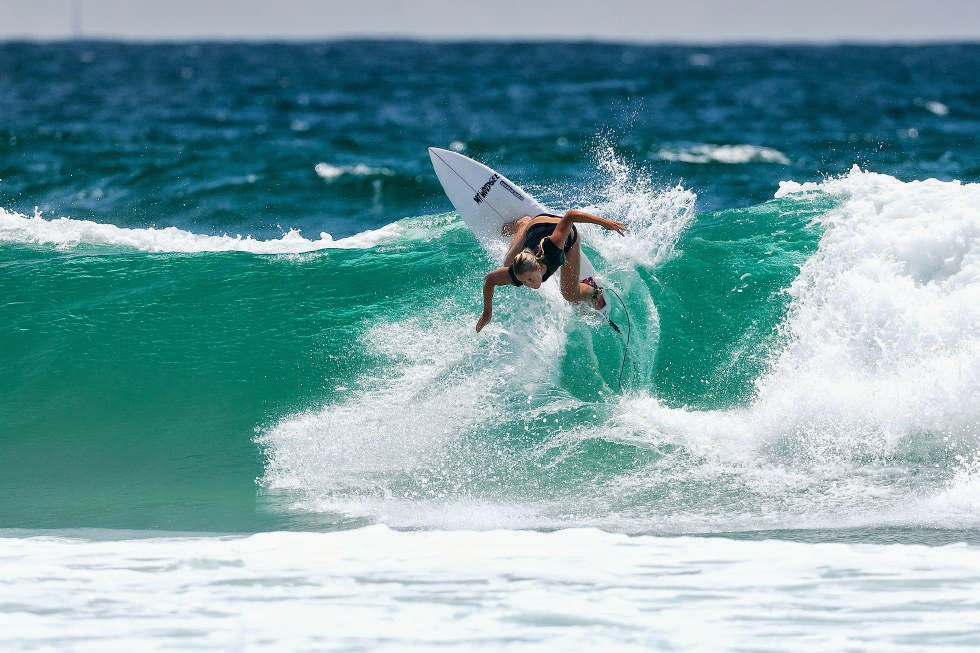 62 Roxy Pro Gold Coast 2015 Paige Hareb Foto WSL Kelly Cestari