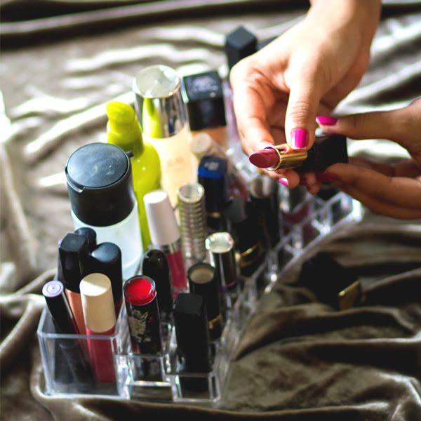 Makeup Organizers + GIVEAWAY