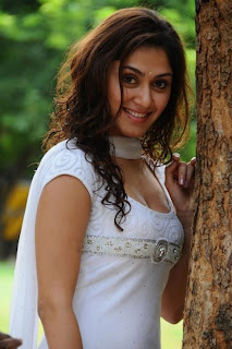 hot Manjari Phadnis pictures