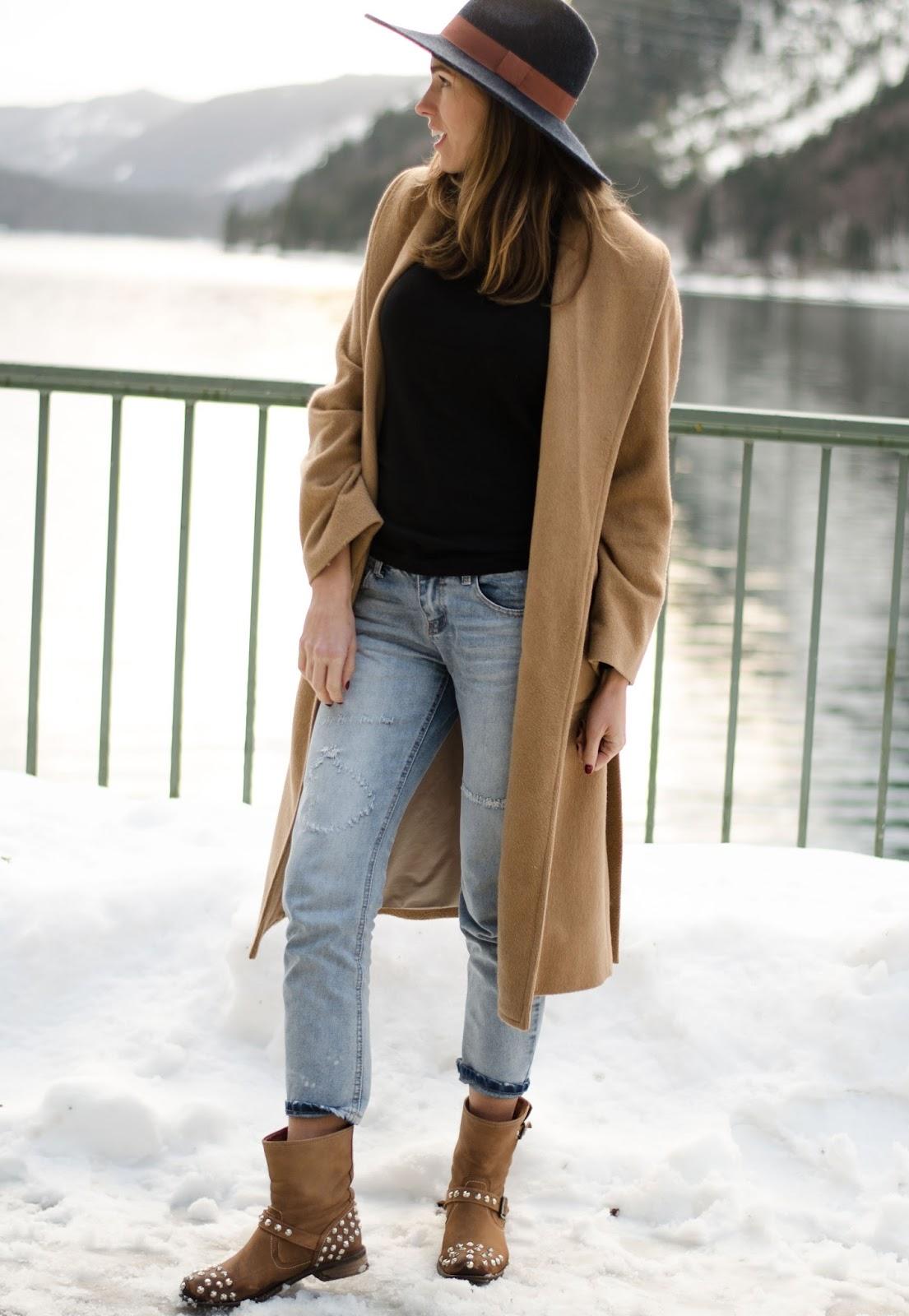kristjaana mere minimal casual winter outfit camel coat boyfriend jeans