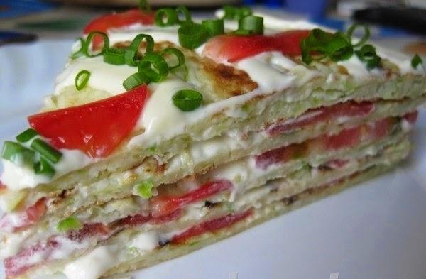 Блинный тортик с помидорами фото
