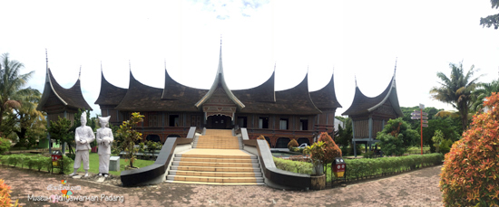 Rumah adat Bagonjong Padang dimana??,Taman melati=Museum Adityawarman Padang Sumbar