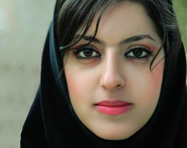 Pratyusha Banerjee In Saree - Best Shayari in Hindi urdu