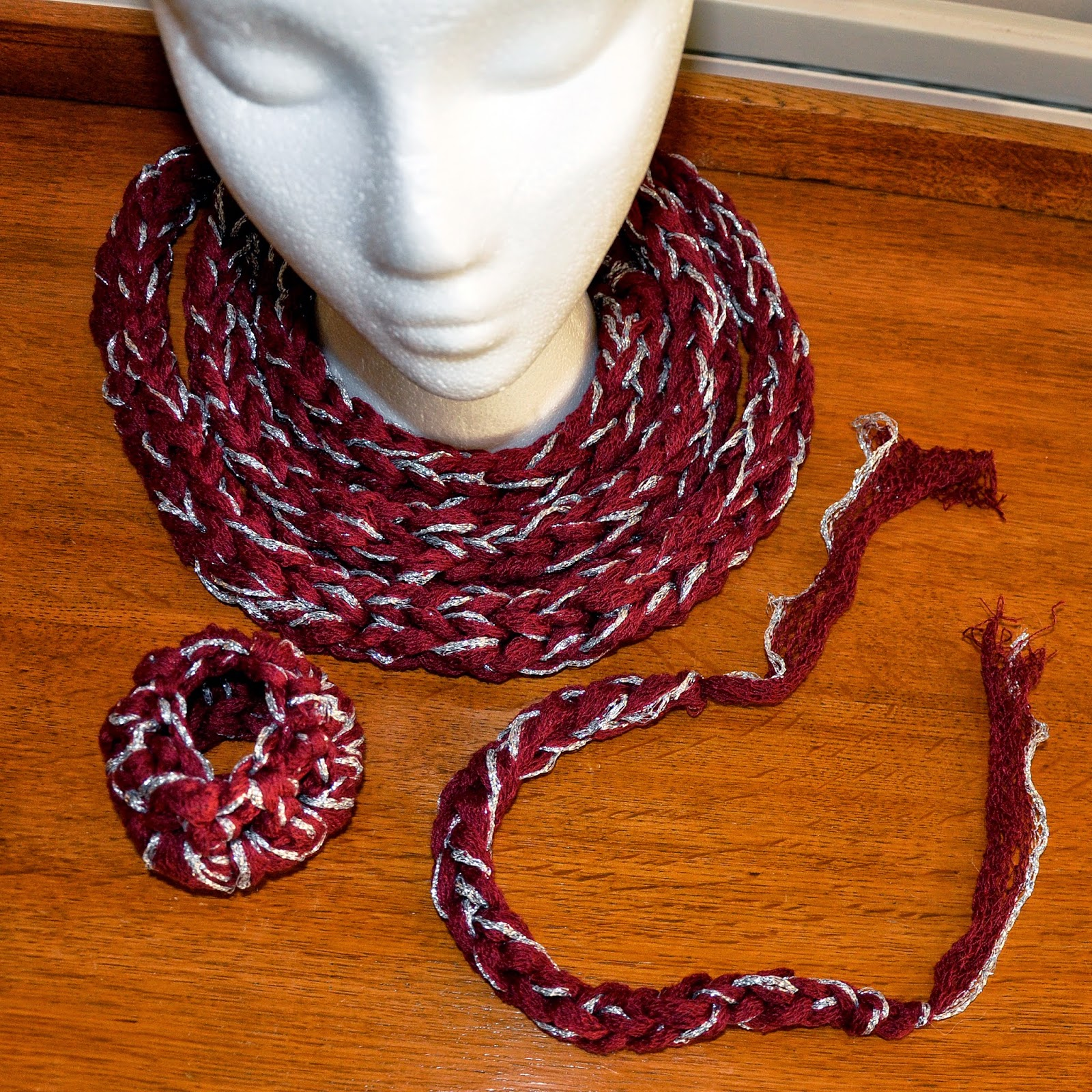 finger knit infinity scarf with scarf cuffs
