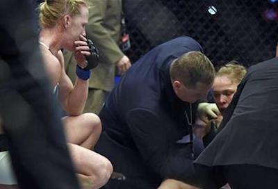 Ronda Rousey terkapar