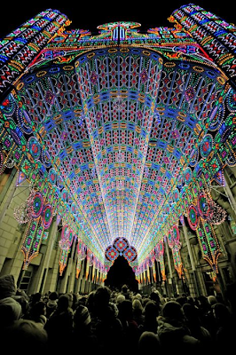 Una catedral decorada con 50.000 luces LED