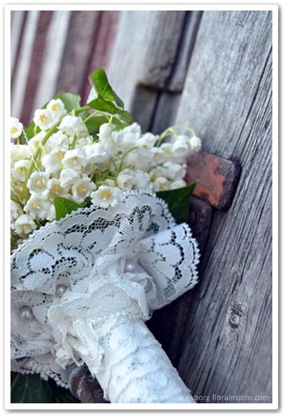 brudbukett liljekonvaljer, brudbukett spets, brudbukett som kate middleton, hängande brudbukett med liljekonvaljer, brudbukett hängande liljekonvaljer