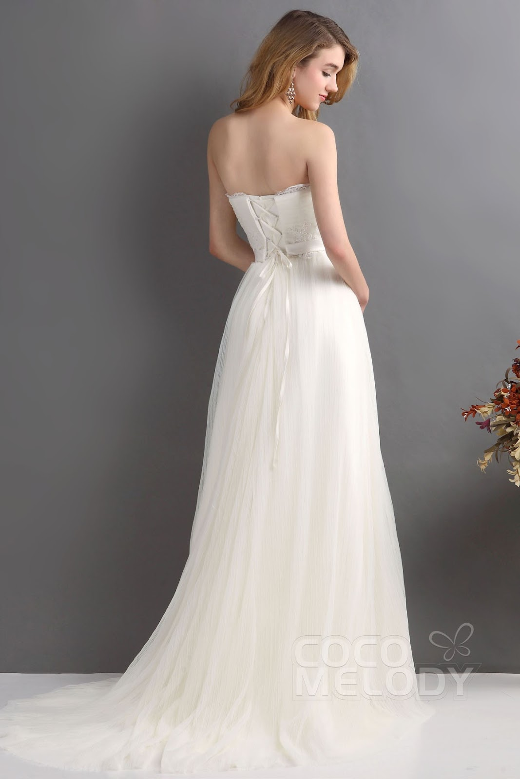 beautiful and elegant wedding dress: Engagement Gowns: Get good at ...